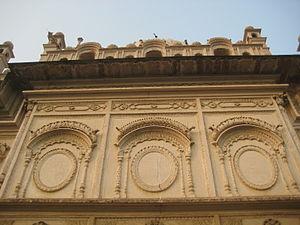 Bahu Begum ka Maqbara - Image: Facade of maqabara
