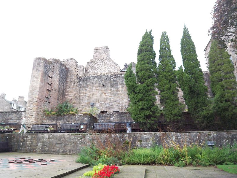 File:Falkland Palace - as seen from the Gardens.JPG