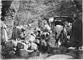 Femmes chleuhs, lavant l'orge avant de le porter au moulin - Azrou - Médiathèque de l'architecture et du patrimoine - AP62T128095.jpg