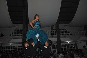 Quinceañera - Image: Fiesta de quinceañera en México