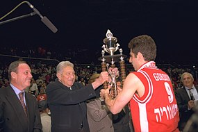 Flickr - Government Press Office (GPO) - Pres. Weizman Presents State Basketball Cup.jpg