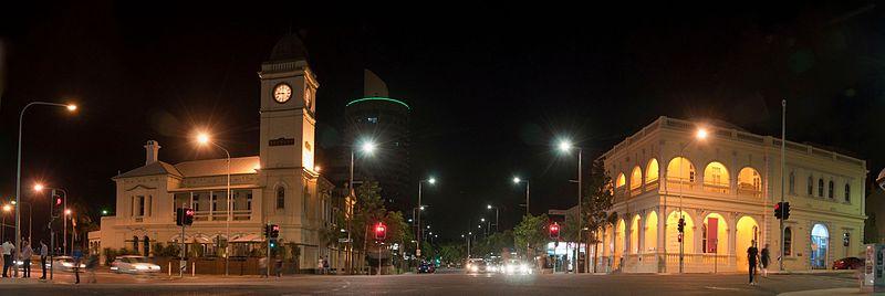 Panorama de Flinders Street en la noche