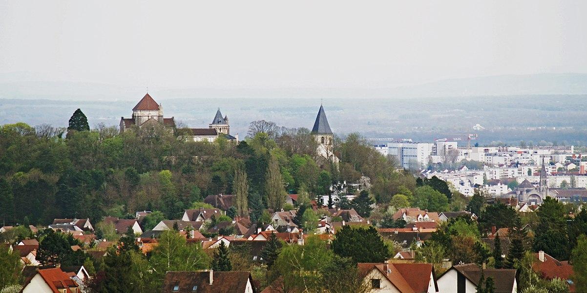 Colline de Fontaine-lès-Dijon devant la ville de Dijon