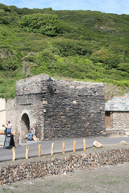 Forrabury and Minster - old lime kiln, Boscastle - geograph.org.uk - 842707