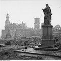 Fotothek df ps 0000389 Kriege ^ Kriegsfolgen ^ Zerstörungen - Trümmer - Ruinen.jpg