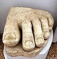 Frammento di piede di statua colossale, IV secolo dc. ca., da palazzo venezia a roma.jpg