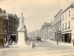 Friar Street, Reading, statue of Queen Victoria, c. 1888.jpg