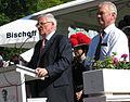 Fritz-Walter-Haus Alsenborn Theo Zwanziger mit Bernd Lutzi von Hans Buch.JPG