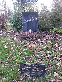 Grab von Marcel Prawy auf dem Wiener Zentralfriedhof, Gruppe 33 G, Nummer 32 (Dez. 2014).jpg