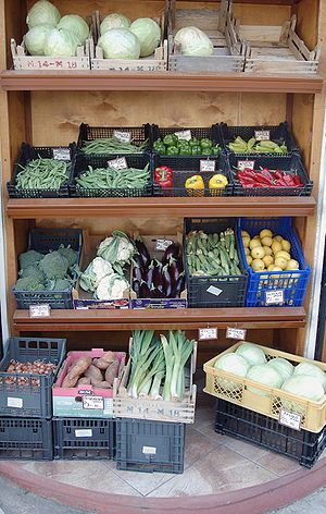 Ελληνικά: Λαχανικά προς πώληση σε ένα παντοπωλ...