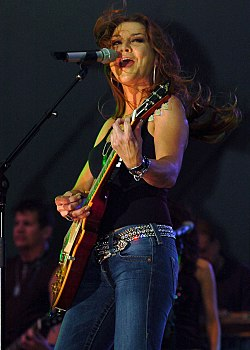 Gretchen Wilson at Little Creek Amphibious Base, 8 August 2008.jpg