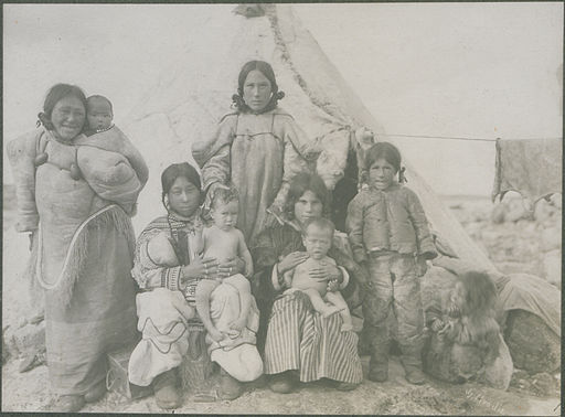 Group of Esquimaux women and children Fullerton, 1906 (HS85-10-18546)