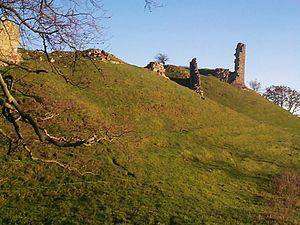 Harbottle Castle - Image: Harbottleruin 2