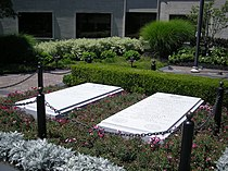 Harry S. and Bess Truman graves July 2007.jpg