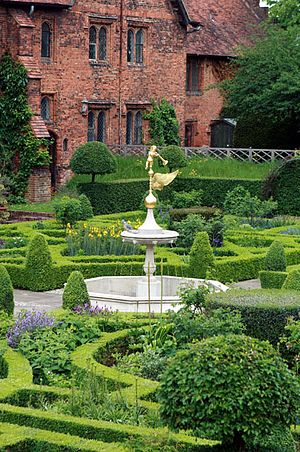 Hatfield House - Hatfield House Gardens