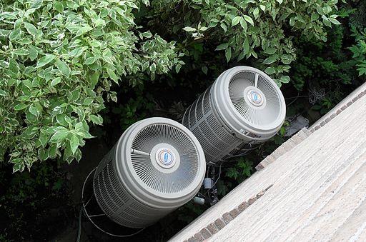 Luft-Wärmepumpe im Garten