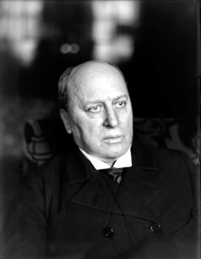 Henry James by William M. Vander Weyde.jpg