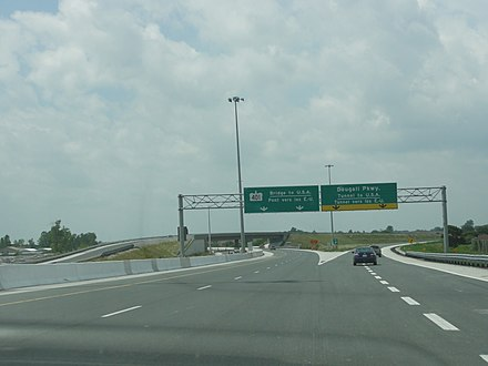 Highway 401 in Windsor near its former western terminus with Dougall Parkway Highway 401 Bridge to USA.JPG