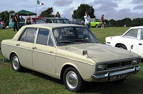 Hillman Hunter with second of the four fronts 1725cc first registered October 1967.JPG