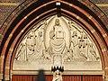 Hilversum St VItuskerk timpaan 03.JPG