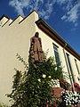 Hofheim, Pestalozzi-Schule, Eckskulptur.JPG