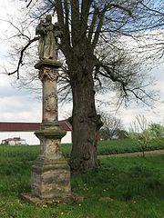 Sloup se sochou svaté Anny Samétřetí