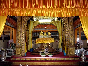 Hpaung Daw U Pagoda - The Hpaung Daw U Buddhas in the centre shrine in the main hall of the temple.