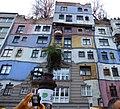Hundertwasserhaus Vienne.jpg
