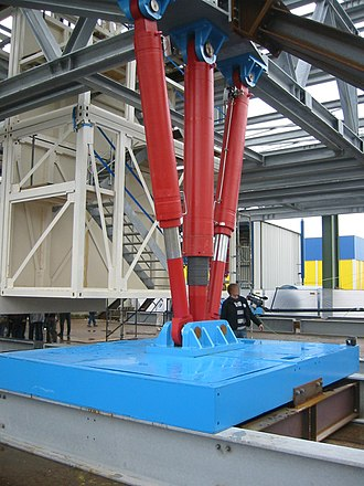 Neumayer-Station III - Hydraulics attached to a concrete foot