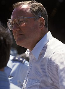 Illinois Governor James R. Thompson observing Operation Haylift, July 1986 (cropped).jpg