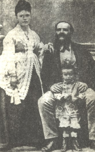 Ioannis Metaxas - As a child with his parents