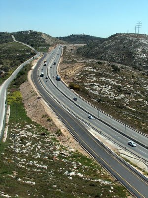 Route 443 (Israel) - Eastward ascent of Route 443 between Modi'in and Jerusalem approaching Beit Ur al-Fauqa