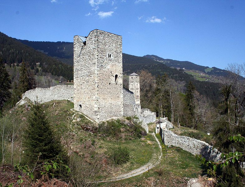 File:Jörgenberg Bergfried.jpg