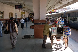 Jaipur Junction railway station - Image: Jaipur Junction platform scene, 2008 (8)