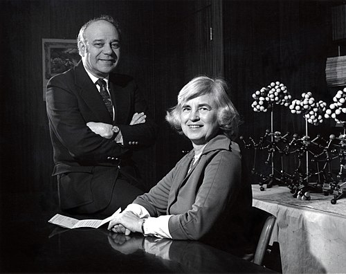 Isabella (seated) and Jerome Karle at the U.S. Naval Research Laboratory, where they worked for many years.