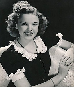 Judy Garland publicity photo 1939
