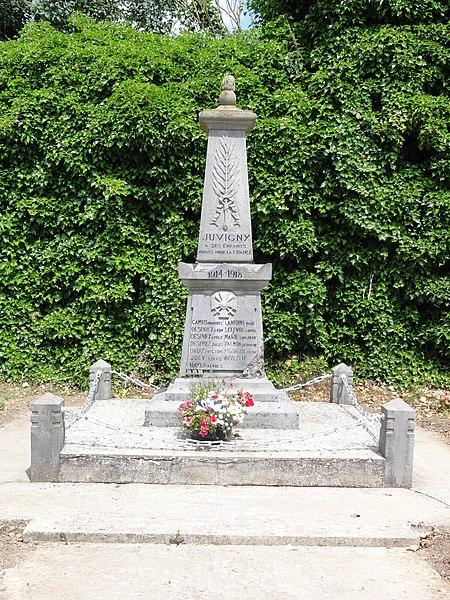 Juvigny (Aisne) monument aux morts