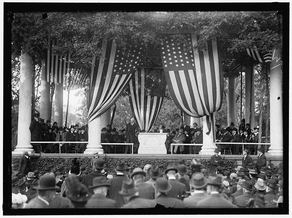 KEARNEY, PHILIP. MAJ., U.S.A. STATUE OF KEARNEY IN ARLINGTON, DEDICATED IN 1914 LCCN2016865953
