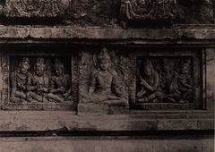 KITLV 155200 - Kassian Céphas - Reliefs on the terrace of the Shiva temple of Prambanan near Yogyakarta - 1889-1890.tif