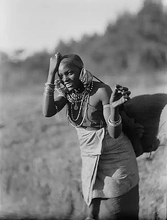Bantu peoples - Image: Kikyuyu woman