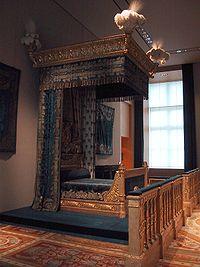 aea5a5d7b3 Cama real no Museu do Louvre.