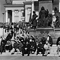 Kommunistien vappujuhla Senaatintorilla - N211345 (hkm.HKMS000005-000004kq).jpg