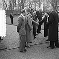 Koningin Juliana wordt gefeliciteerd, Bestanddeelnr 907-7287.jpg