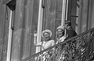 Lange Voorhout Palace - Queen Juliana, Princess Irene, and Prince Bernhard at the balcony of the palace on Prinsjesdag (1959)