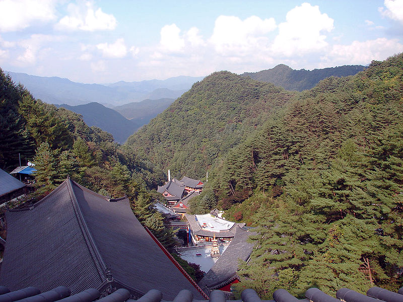 File:Korea-Danyang-Guinsa Nestled in the Valley 3026-07.JPG
