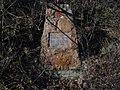 Kosoř - pomník rudoarmějce Suchoguzova v Černých roklích (1).jpg