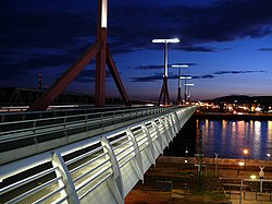 Lágymányosi Bridge at night.jpg