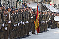 La tropa formando con la bandera de España (15262808818).jpg