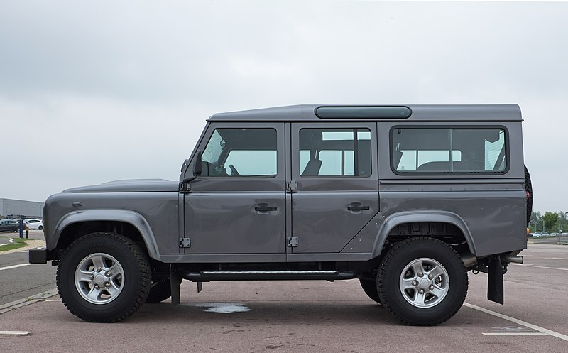 File:Land Rover Defender 110 Station Wagon 2016 - left side.jpg