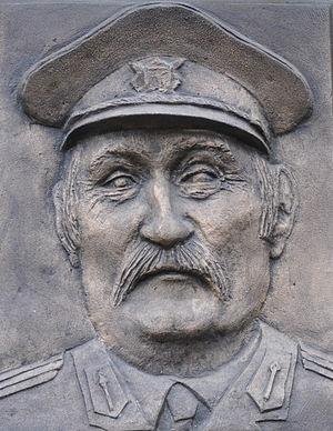 Černí baroni - Pavel Landovský depicted as battalion commander major Haluška-Terazky